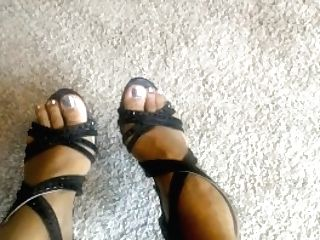 Lezzies And Subs Must Rubdown And Slurp Black Feet Of Findom Queen Rati
