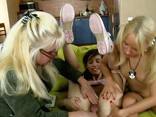 Slender Ponytailed Cuties Get Their Cootchies Taunted By Crazy Blonde Mummy